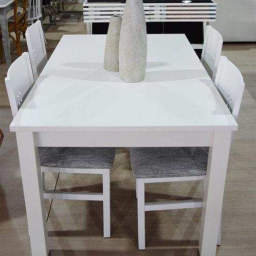 Mesa y sillas blancas