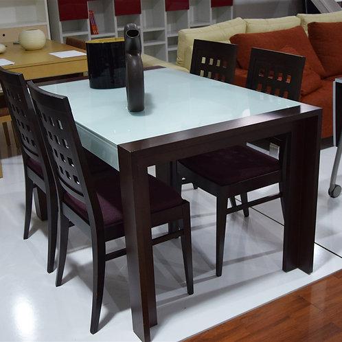 Mesa y sillas Wegue