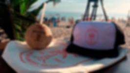 Boné e coco praia