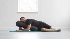 Tι να περιμένεις σε μια πρακτική Restorative Yoga