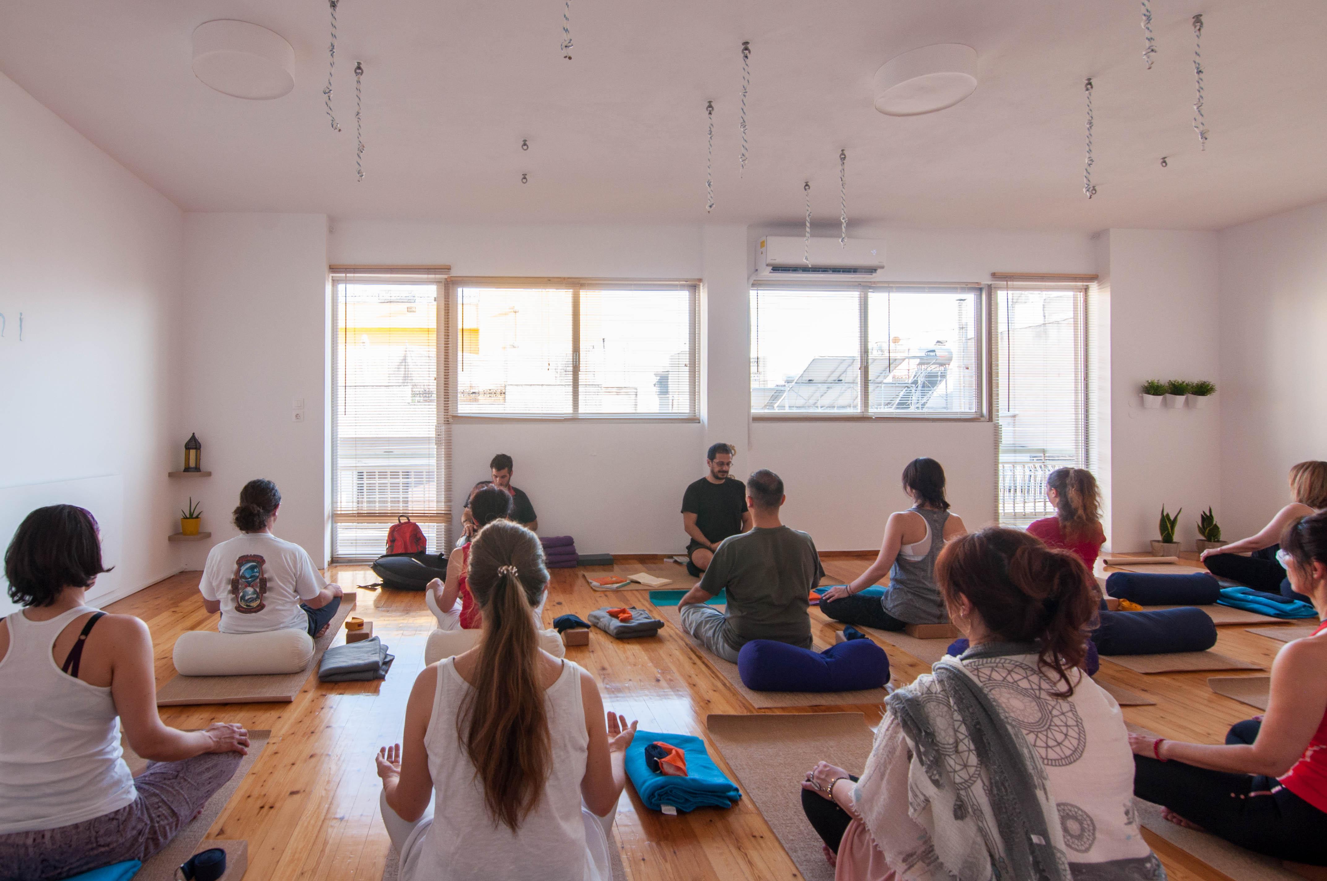 yoga περιστέρι