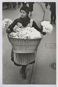 06.01.01 Blumen machen Freude (Frau mit Korb) (Advent)