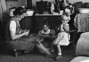 33. Familie Tiepner bei der Küchenarbeit