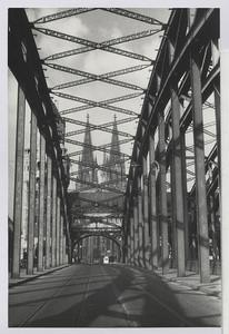 25.03.01 Rheinbrücke bei Köln mit Dom