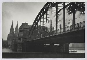 25.03.02 Rheinbrücke bei Köln mit Dom