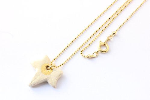 """Collier pendentif """"lierre"""" couleur lierre, doré à l'or fin"""