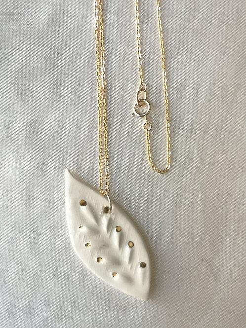 Collier gold filled et pendentif grande feuille blanc et or