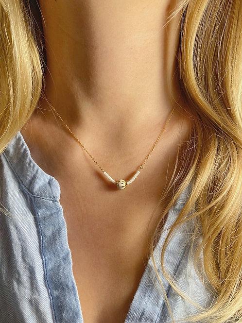 Collier perles de faïence blanc et or, sur chaine gold filled