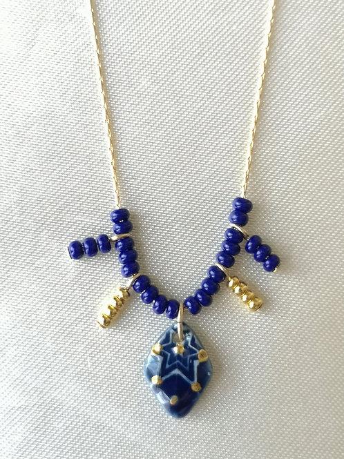 Collier gold filled, perles miyuki, et mini pendentif bleu et or losange etoilé