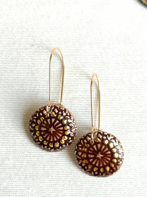 Boucle d oreille chocolat et or, motif sequin, gold filled