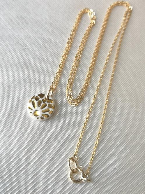 Collier gold filled, mini pendentif blanc et or, rosace