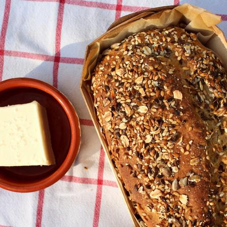 Pain rustique à la farine de petite épeautre et aux graines