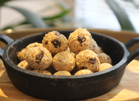 Raw Chocolate chip cookie dough balls