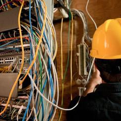 electrician_107483475-56b08d093df78cf772cfa586.jpg