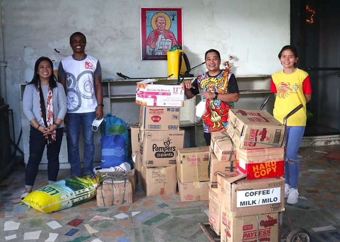 One Recollect Augustinian Community. Rev. Fr. Monday Benjamine Edobor, OAR (2nd from left) turns over the relief goods to Rev. Fr. Nino Cesar Ruiz, OAR, Talisay City parish priest.