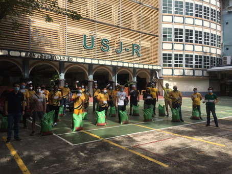 The University of San Jose–Recoletos delivers relief goods to coaches