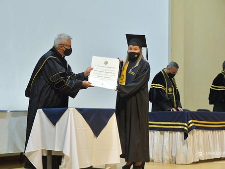 Ceremonias de graduación en Colombia y Guatemala