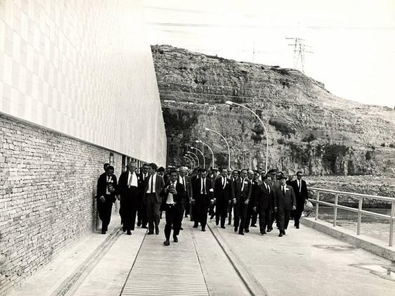 Inauguração da Usina de Furnas: jornalistas e convidados chegam ao evento. Maio, 1965 J. R. Nonato