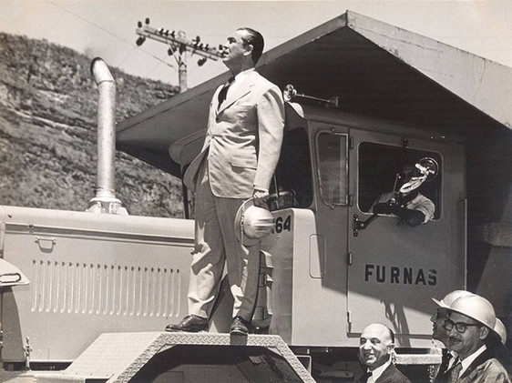 Juscelino Kubitschek visita as obras da Usina de Furnas.    Outubro, 1959  J. R. Nonato