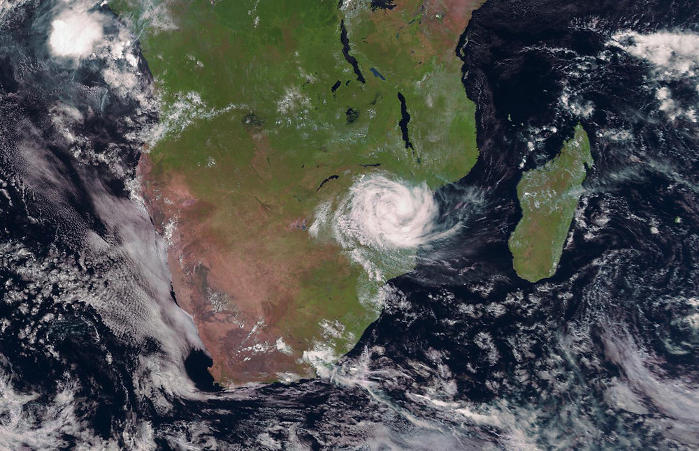 cyclone idai making landfall in mozambique and affecting malawi and zimbabwe