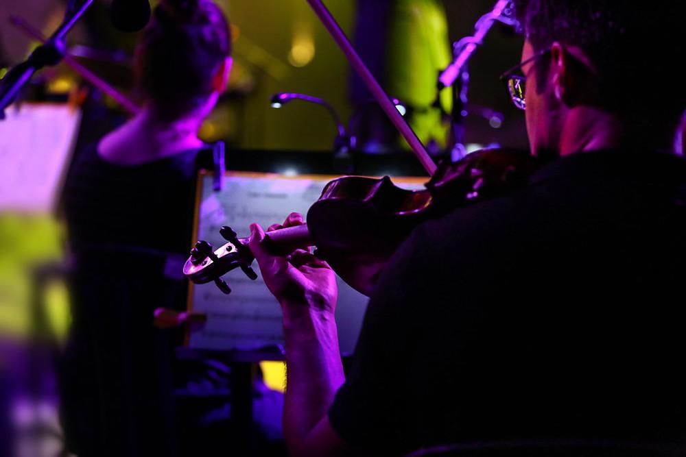 התזמורת הקאמרית במופע מחווה לביטלס. צילום: תהילה אור שלו.