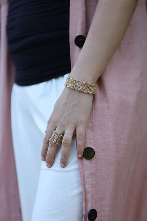 צילום תכשיטים עם דוגמנית