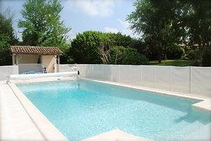 piscine chauffée et privative du gîte la maison dans les vignes