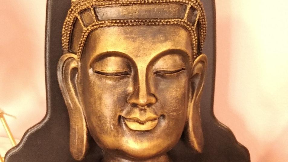 Buda con velas