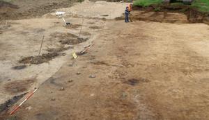 Stakenrij uit de late prehistorie zoals aangetroffen in het opgravingsvlak op Uithof te Utrecht (foto: afdeling Erfgoed gemeente Utrecht).