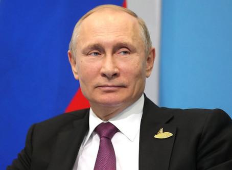 Putin zomba de embaixada dos EUA por erguer bandeira do arco-íris