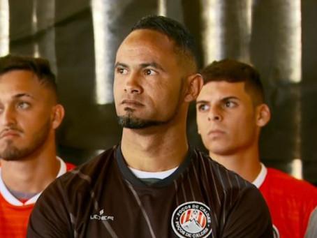 Goleiro Bruno assina contrato com Operário-MT