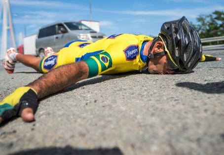 Brasileiro conquista terceiro lugar em competição de bike mais extrema do mundo