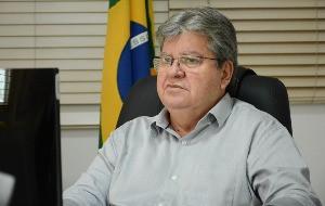 João Azevêdo anuncia licitação de 24 projetos de abastecimento d'água para comunidades rurais