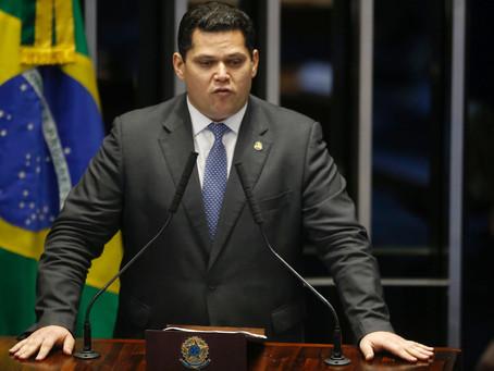Novo presidente do Senado votou contra cassação de Aécio e a favor do aumento no STF