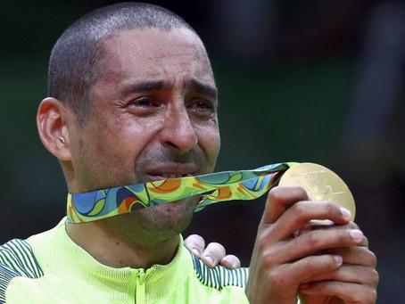 Brasil é campeão olímpico no vôlei, com vitória emocionante por 3 a 0 sobre a Itália