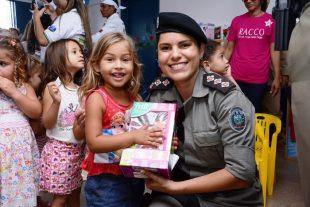Operação Criança Feliz entrega brinquedos na cidade de Guarabira