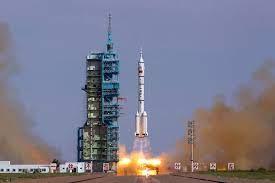 China manda primeiros astronautas para sua estação espacial