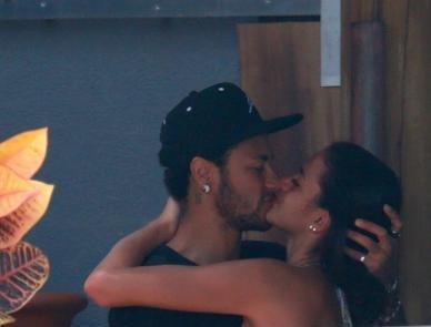 Com tom reservado, Neymar surpreende até amigos próximos ao reatar namoro