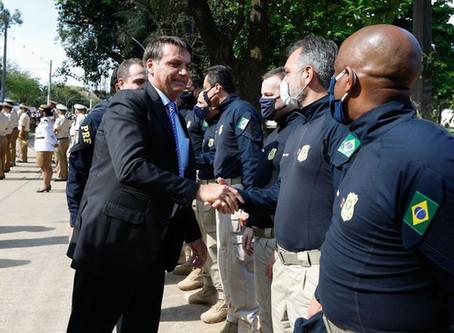 Governo abrirá mais 2 mil vagas para a PRF, diz Bolsonaro
