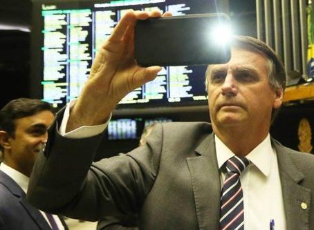 Bolsonaro visa reduzir impostos sobre computador e celular