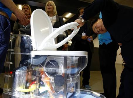 Bill Gates apresenta o vaso sanitário reinventado, sem água nem rede de esgoto