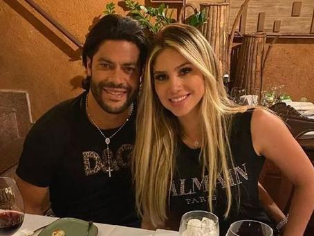 Hulk curte noite romântica com Camila Ângelo em São Paulo