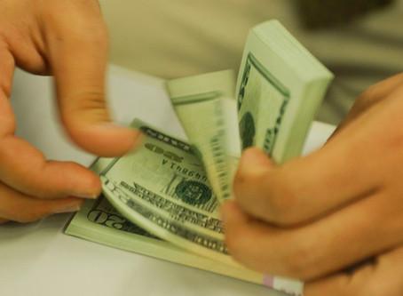 Dólar ultrapassa R$ 4,20 e fecha no maior valor desde criação do real
