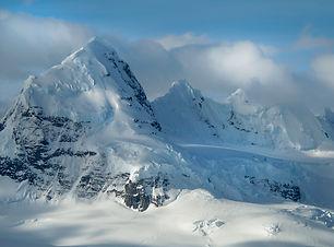 the-mountainous-landscape-of-antarctica-