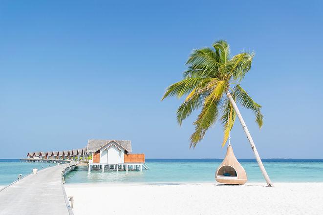 water-villas-in-the-maldives-PZKGJAJ.jpg