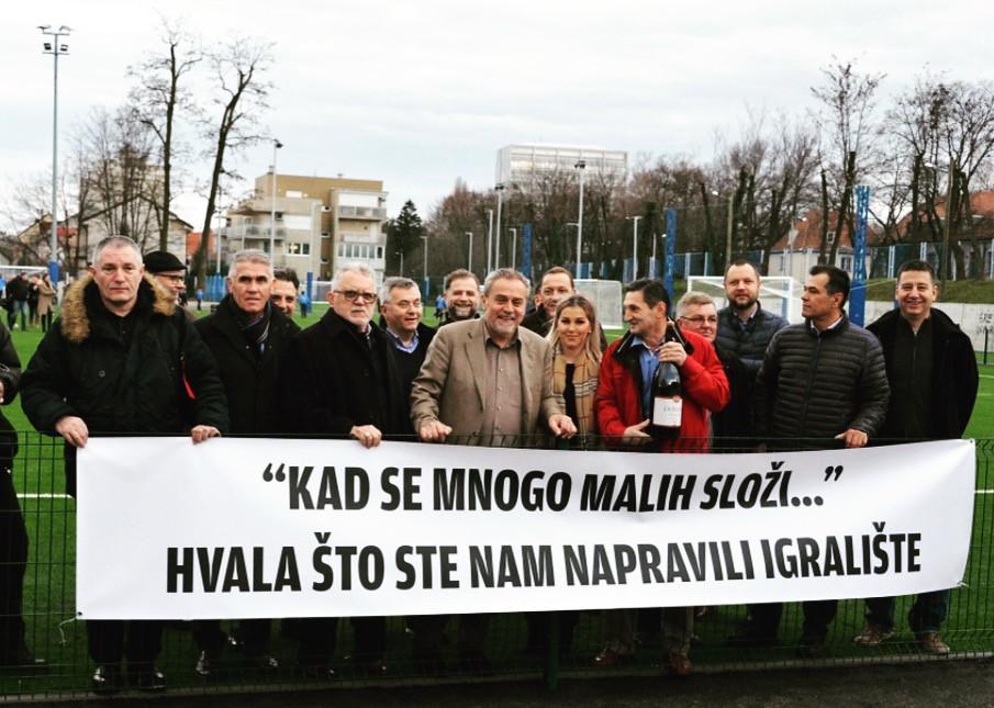 Gradonačelnik Milan Bandić s članovima NK Sloga Gredelj na otvorenju ŠRC Pongračevo