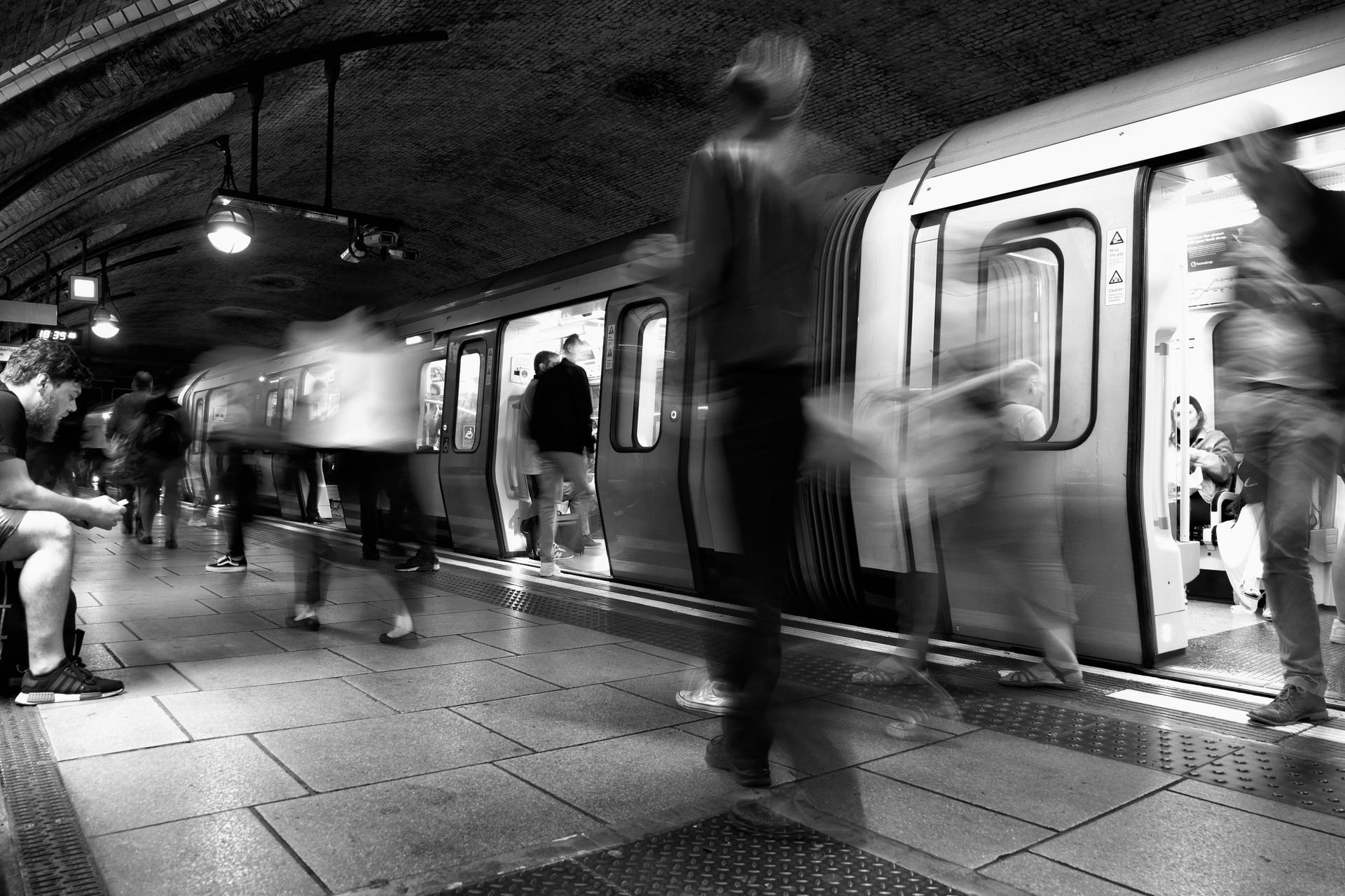 MONO - Platform Blur by Patricia Mackay ( 7 marks)