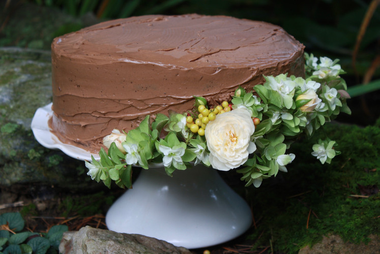 Cake with fresh floral embellishment