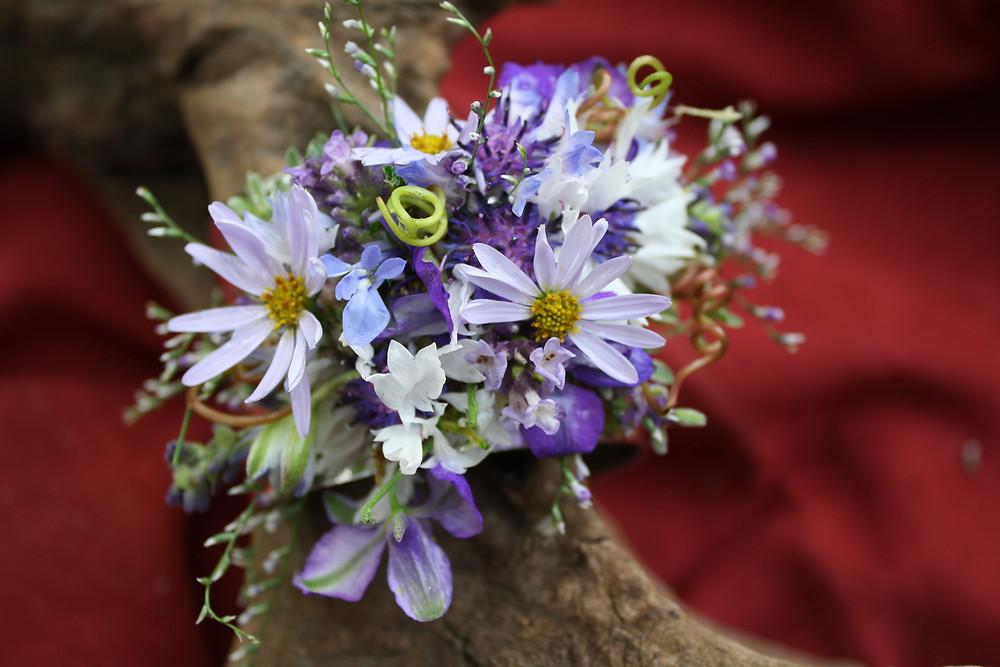 #tamarasdesign #floralcuff #blueflowers #grapevinetendril