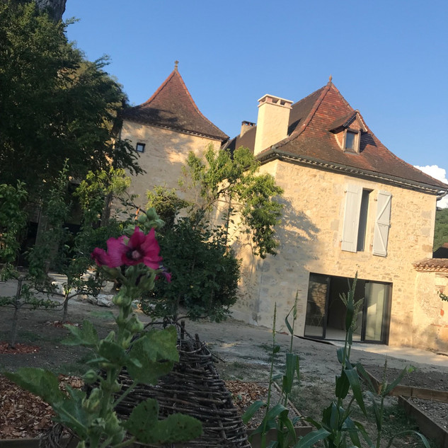 Facade du presbytère vue du jardin